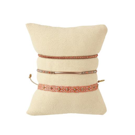 Bracelets ethniques LeJu London, set de 3 Les bracelets ethniques tendance sont rarement aussi authentiques (ou aussi élégants). Par LeJu London.