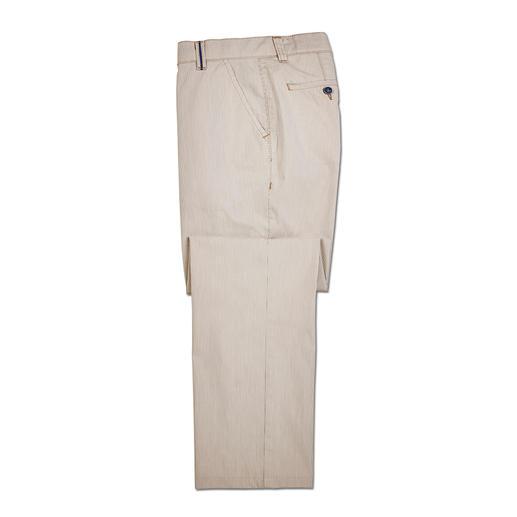 Pantalon milleraies Brax Discrets motifs milleraies pour ce pantalon estival en coton. Par Brax, fabricant de renom depuis 1888.