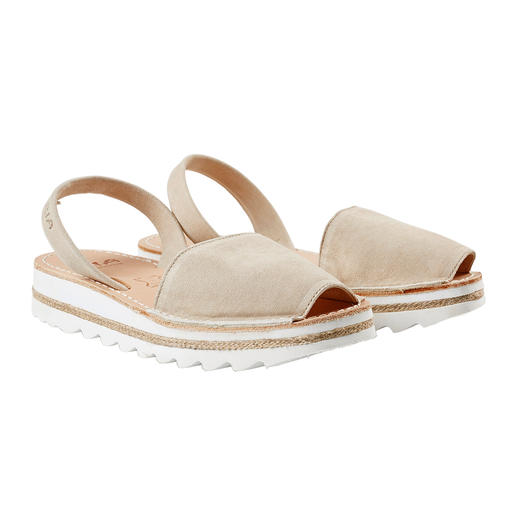 Sandale Avarcas de Menorca La sandale traditionnelle de Minorque : faite main. Et qui a fait ses preuves lors des étés les plus chauds.