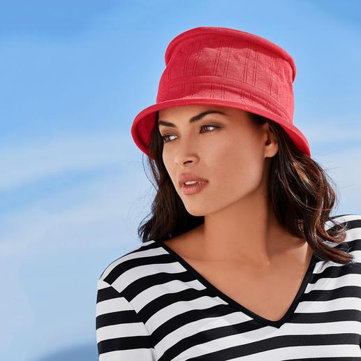 Chapeau pliable 3 secondes Céline Robert Plié à plat en 3 secondes : le chapeau de voyage élégant, finement tricoté. Le chic français par Céline Robert.