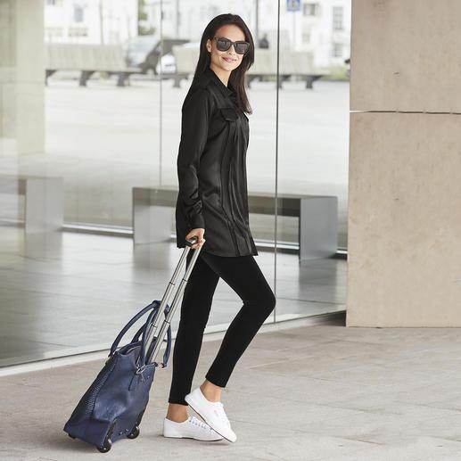 Longue blouse noire SLY010 La longue blouse, star de la tendance décontractée – exceptionnellement élégante. De SLY010.