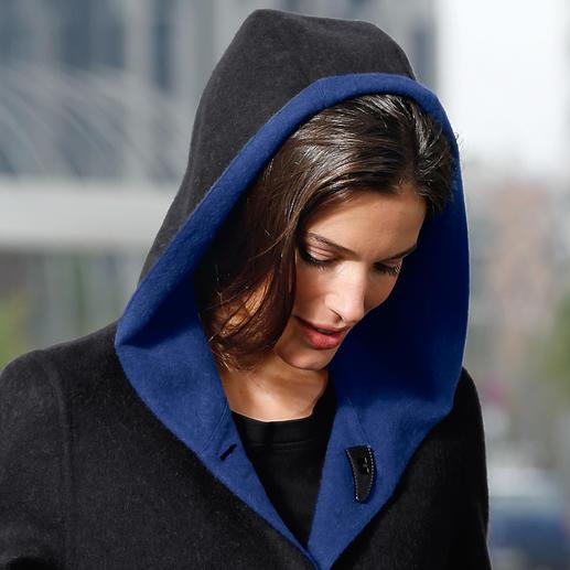 Classique en noir, tendance en bleu royal : les deux côtés réversibles créent des contrastes visuels attrayants. Et permettent de nombreuses combinaisons avec votre garde-robe existante.