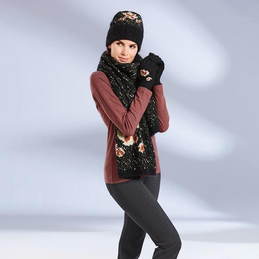 Châle, Bonnet ou Gants aux motifs floraux TWINSET 100 % TWINSET. 100 % haute couture : accessoires en tricot à grosse maille au motif floral élégant.