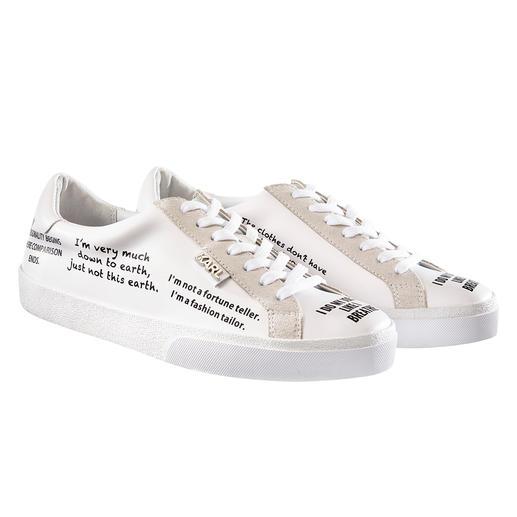 Baskets tendance Lagerfeld L'indémodable sneaker blanche + imprimés tendance : parfaite avec les citations originales de Karl Lagerfeld.