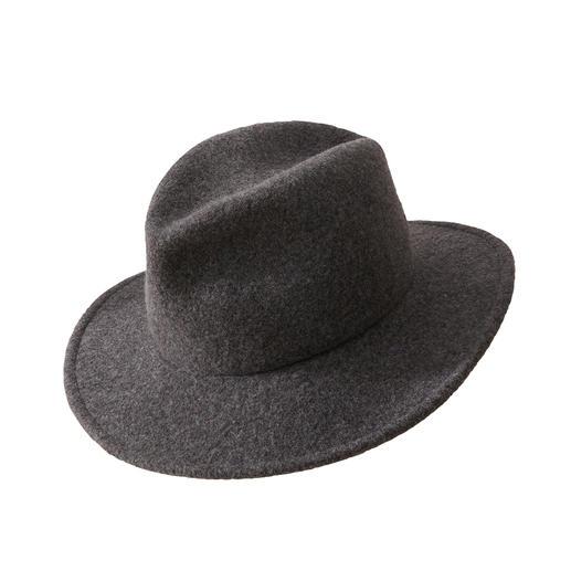 Chapeau fedora pour sac à main Forme classique. Ennoblie d'une décontraction tendance. Le fedora insensible aux séjours en valise et pliable.