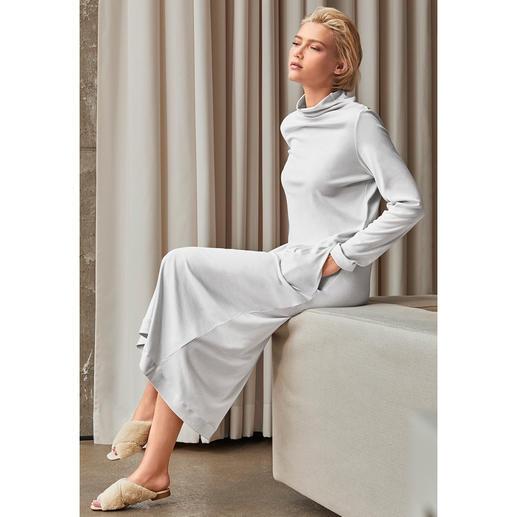 Robe détente Hanro Clean-chic. Coupe slim. Longueur maxi. Couleur tendance. L'interprétation la plus tendance de la robe détente.