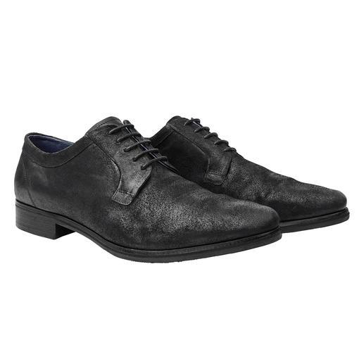 Derbys en cuir velours « broken » COM Plus élégants que des baskets, plus décontractés que des chaussures richelieu : les derbys en cuir velours.