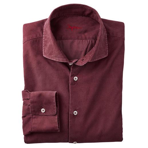 Chemise en velours texturé Une création bien plus adaptée au quotidien (plus tendance) que la plupart des chemises en velours. D'Ingram.