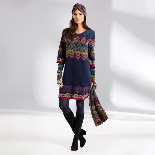 Robe, Turban, Manchons ou Écharpe en tricot jacquard Ivko Une rareté provenant de Serbie : un tricot jacquard dans une variété extraordinaire de couleurs et de motifs.