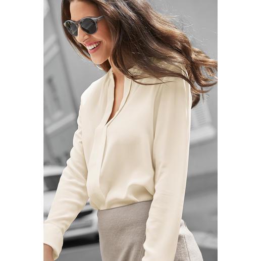 Blouse couture à enfiler SLY010 Très élégante malgré la forme à enfiler : la blouse basique de SLY010. Soie stretch luxueuse. Coupe épurée.