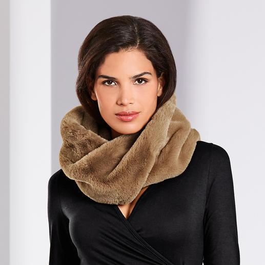 Mise à jour tendance pour vos manteaux, vestes, gilets et pull-overs ... Mise à jour tendance pour vos manteaux, vestes, gilets et pull-overs ... L'écharpe tube en fausse fourrure.