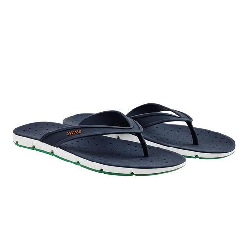 De l'air sur la totalité de votre pied. Les sandales de bain « Breeze » apportent même de l'air de dessous vos semelles.