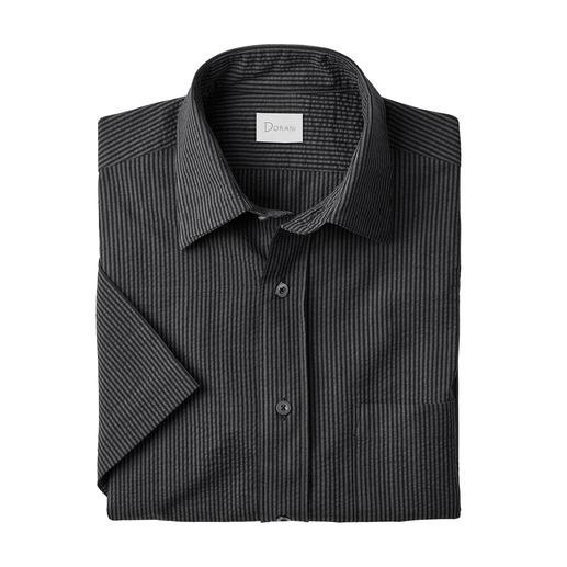 Chemise à manches courtes ou à manches longues en seersucker Un tissu seersucker respirant. Des rayures classiques. Et pourtant, pas trop sportive. Par Dorani.