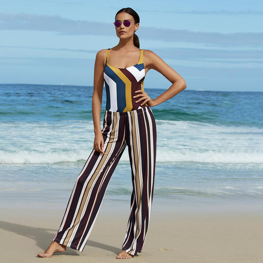 Pantalon Marlene ou Maillot de bain gainant à rayures Une silhouette parfaite et un look tendance. Le maillot de bain gainant au style sporty-chic.
