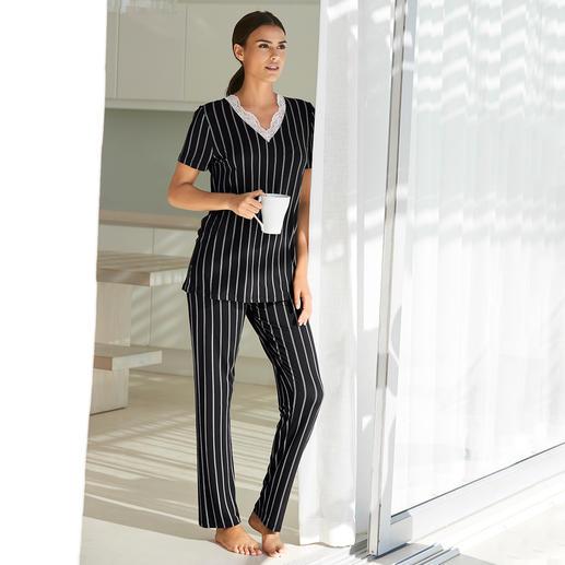 Pyjama à fines rayures Verdiani Coupe moderne et soignée. Rayures classiques. Dentelle féminine.