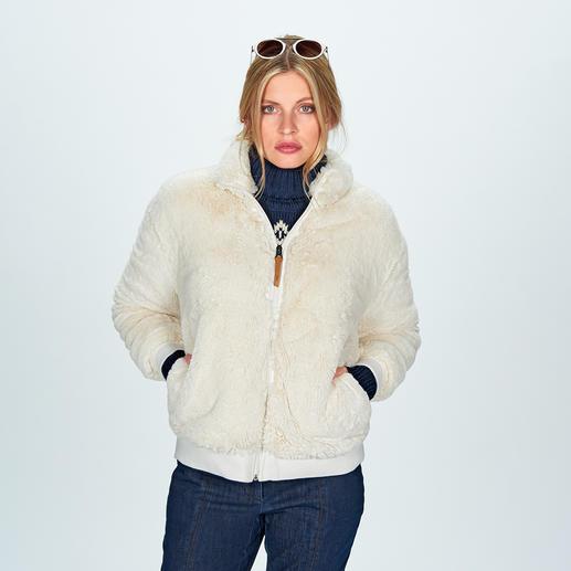 Blouson en polaire Aigle Aspect fausse fourrure noble. Forme blouson à la mode. Design épuré. D'Aigle, France.