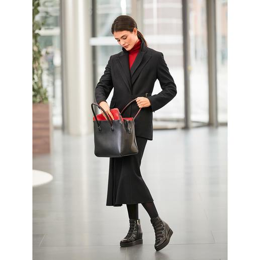 Blazer à double revers  Strenesse et Jupe midi en laine Artiste polyvalent au potentiel d'article préféré : l'ensemble en laine noire de Strenesse.