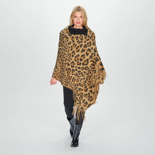 Châle léopard TWINSET Un design tendance aux couleurs classiques et élégantes et à la taille opulente.