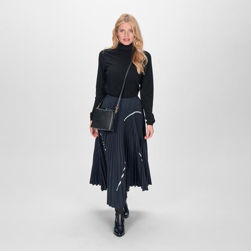 Jupe plissée Smarteez Longueur midi tendance. Tissu de costume noble. Effet irisé raffiné. Touches argentées sportives.
