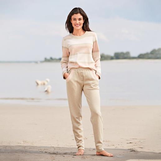 Sweatshirt rayé HFor et Pantalon sweat Agréablement confortable. Tendance porté en extérieur. Et abordable. L'ensemble détente du label belge HFor.