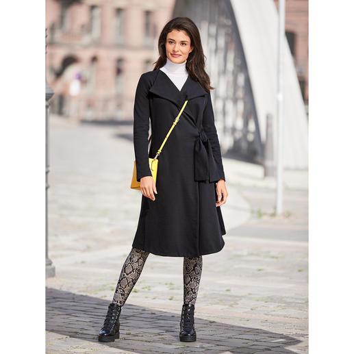 Manteau en jersey [schi]ess Un noir élégant. Du jersey doux. Une coupe couture raffinée. Par [schi]ess.