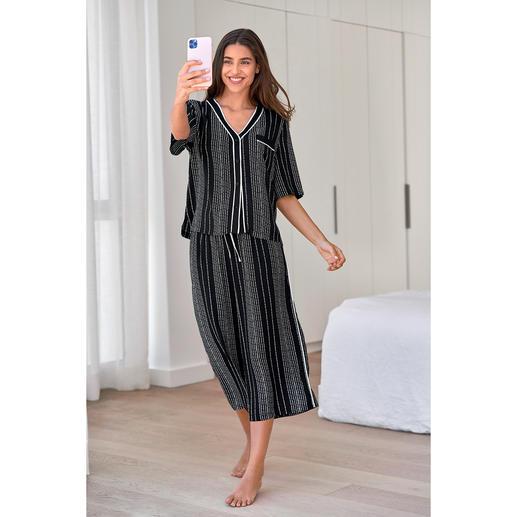 Pyjama rayé à logo DKNY Le pyjama de Donna Karan New York. Aussi tendance qu'un article haute couture.