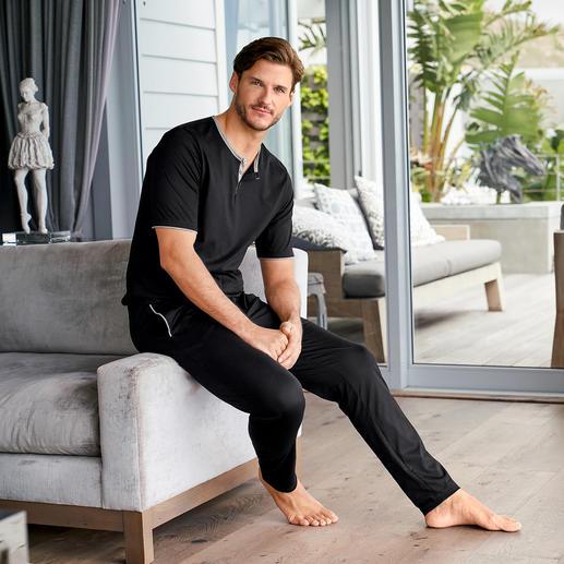 Pyjama swiss+cotton pour homme Forme moderne et épurée. Et qualité swiss + coton exquise. La version chic parmi les pyjamas en coton.
