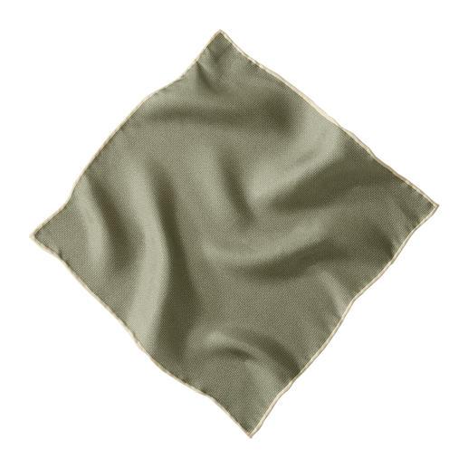 Aspect tricoté à la mode. Mais incomparablement fin et léger – grâce à de la pure soie. Aspect tricoté à la mode. Mais incomparablement fin et léger grâce à de la pure soie. De Pellens & Loick.