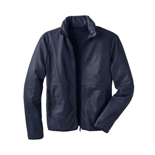 Veste en cuir de poche Légère. Aérée. Se range aisément. Et même utilisable comme traversin.
