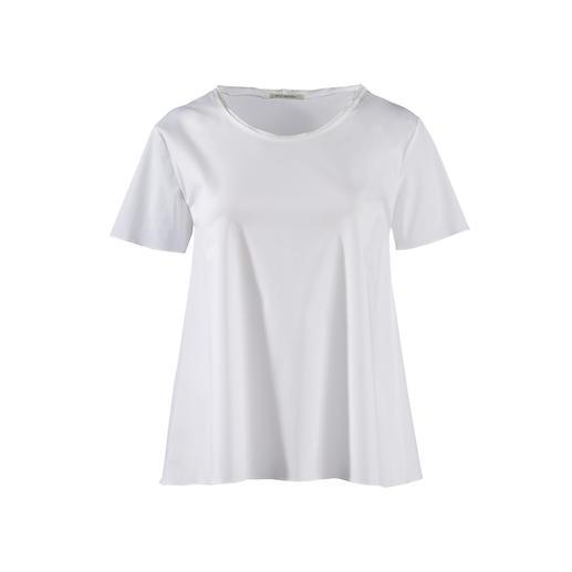 Shirt basique Silk Sisters Plus noble que les autres : le t-shirt basique blanc en fin tissu de blouse. De Silk Sisters, Munich.