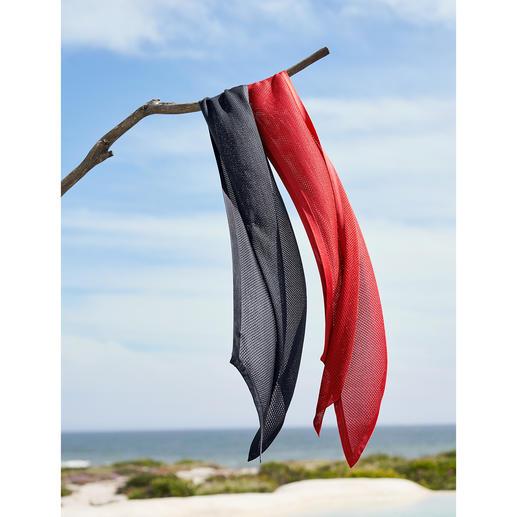 Foulard de soie tricotée Tricotée au lieu d'être tissée : de la soie décontractée comme on en voit peu.