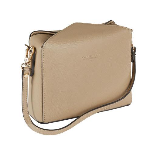 La forme tendance d'aujourd'hui rencontre la tradition de la maroquinerie depuis 1903. La forme tendance d'aujourd'hui rencontre la tradition de la maroquinerie depuis 1903. Le sac boxy de Pourchet Paris.