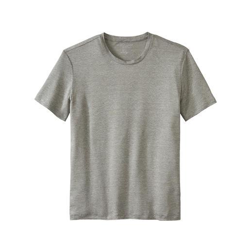 Les t-shirts estivaux sont rarement aussi aérés et aussi luxueux. Frais et sec grâce au lin, doux et souple grâce à la soie. De Majestic Filatures, Paris.