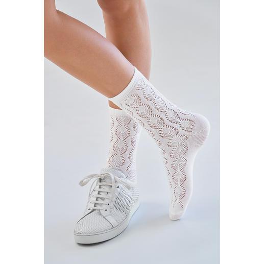 Socquettes ajourées au crochet de Top tendance : des socquettes au crochet. Incontournable : celles du spécialiste de la bonneterie de Jungfeld.