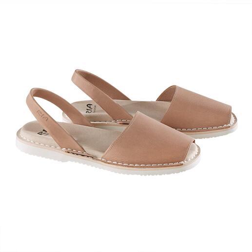 Avarcas de Menorca La sandale traditionnelle de Minorque : faite main. Et qui a fait ses preuves lors des étés les plus chauds.