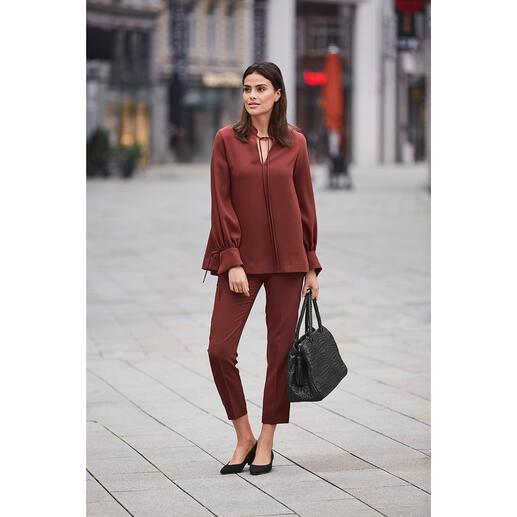Shirt ou Pantalon 24 heures SLY010, rouge épicé Design tendance. Crêpe idéale en voyage. Coupe flatteuse confortable. De SLY010, Berlin.