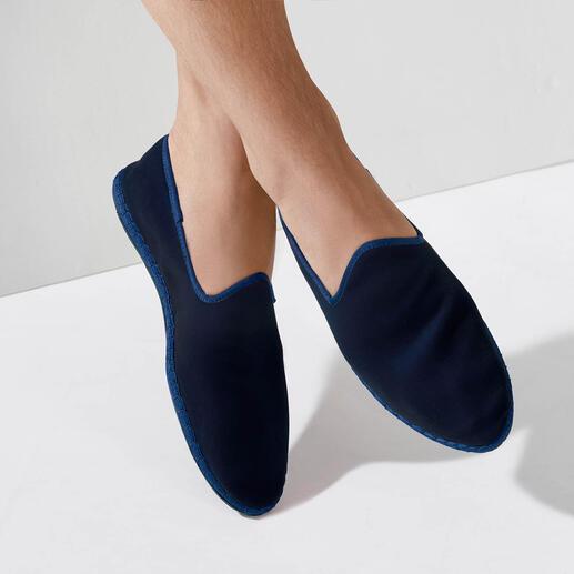 Mocassins velours, pour homme Le mocassin en velours cousu main et fabriqué en Italie : élégant, confortable.
