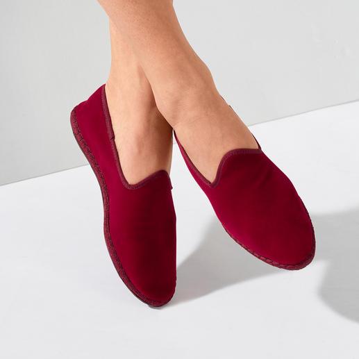 Mocassins velours, pour femme Le mocassin en velours cousu main et fabriqué en Italie : élégant, confortable.