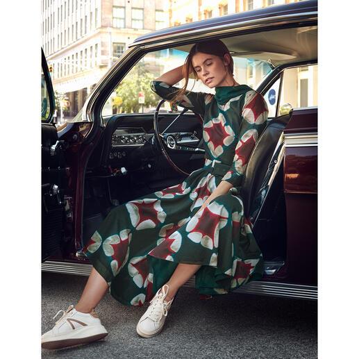 Robe Oragami Diamond Samantha Sung Légère mousseline de coton avec motif batik intemporel. Par le maître du sujet : Samantha Sung.