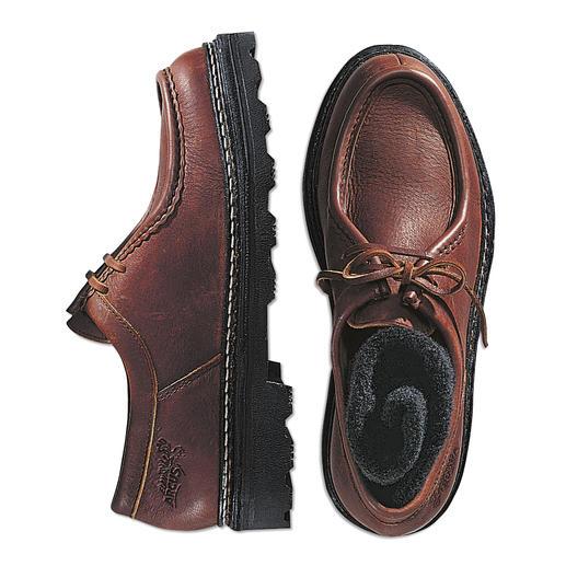 Chaque chaussure est unique. Chaussures en cuir d'élan ultra-souple. Chaque chaussure est unique.