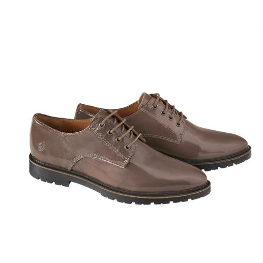 Derby verni Apple of Eden Chaussures derby classiques masculines : réinterprétées de manière féminine et tendance.