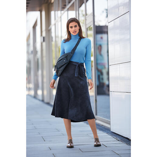 Jupe velours côtelé La Fée Maraboutée Du large velours côtelé. Rarement utilisé pour une jupe féminine aussi légère et aussi douce.