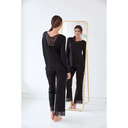 Pyjama en dentelle Hanro Orné d'inserts en dentelle féminins : la pièce couture élégante parmi vos pyjamas. De Hanro of Switzerland.