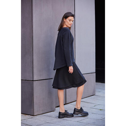 Jupe look superposé en jersey ou Pull en jersey [schi]ess Un noir élégant. Du jersey doux. Une coupe couture raffinée. Par [schi]ess.