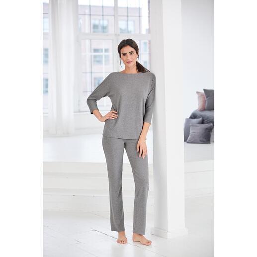 Sweat à capuche, Shirt à manches 3/4 ou Jogging Cornelie Weiss Veste à capuche, shirt à manches 3/4 et pantalon de survêtement au style chic décontracté. Par Cornelie Weiss.