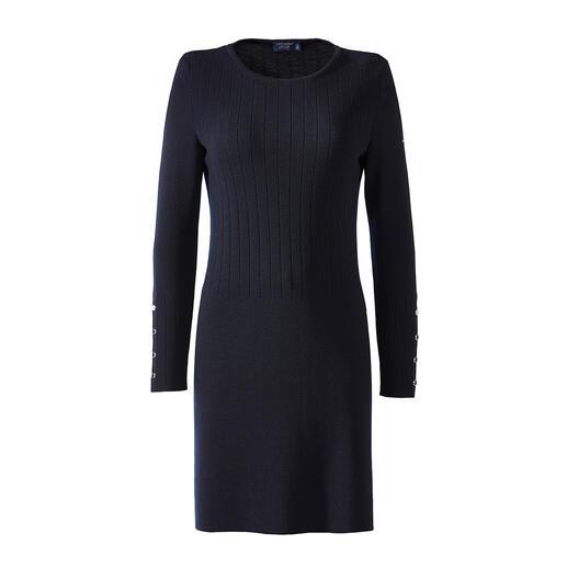 Robe en tricot Saint James Un bleu foncé profond. De la laine mérinos soyeuse et chatoyante. Une maille côtelée authentique.