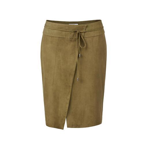 Jupe portefeuille en cuir White T La jupe en cuir dans sa variante la plus en vogue et adaptée à l'été.