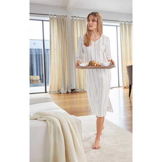 Robe d'intérieur en lin et coton Hanro Une robe d'intérieur confortable peut être aussi élégante. Faite de lin aéré et de coton doux.
