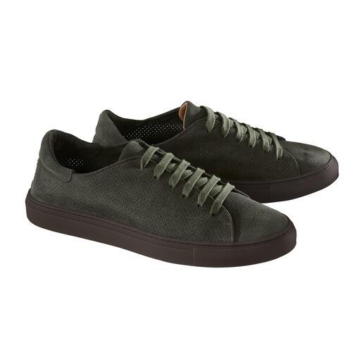 Sneaker en cuir perforé Aussi légère et aérée qu'une sandale : la sneaker estivale en velours de veau perforé.