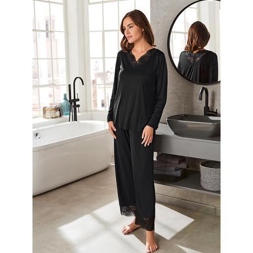 Pyjama en dentelle Hanro Orné d'inserts en dentelle féminins : la pièce couture élégante parmi vos pyjamas.